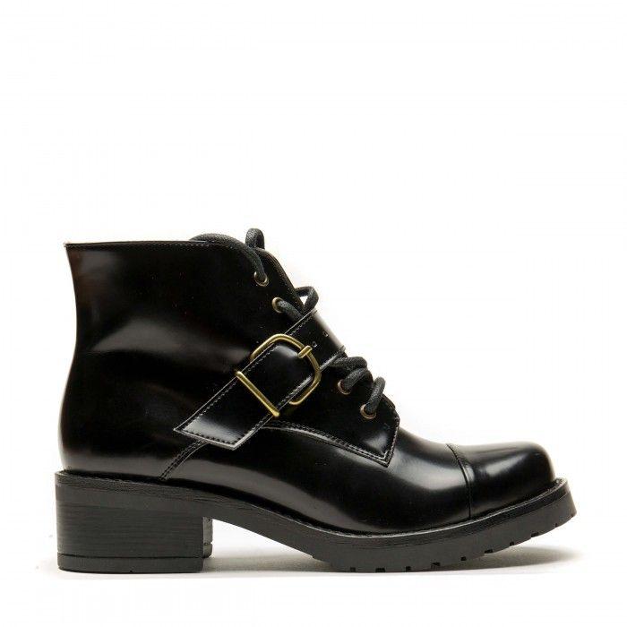 woman vegan lace up boots