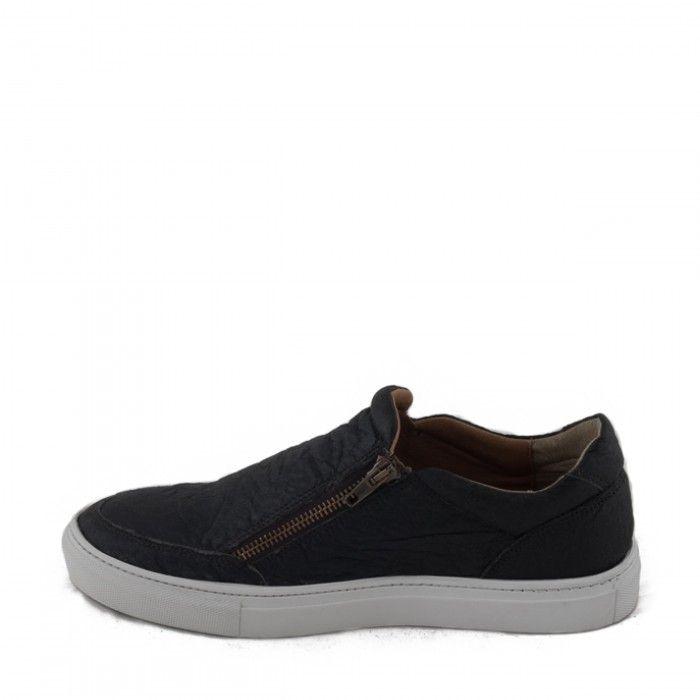 Man vegan shoes