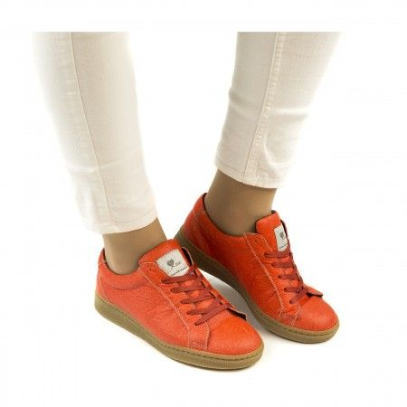 Basic Coral sneakers made with piñatex women vegan