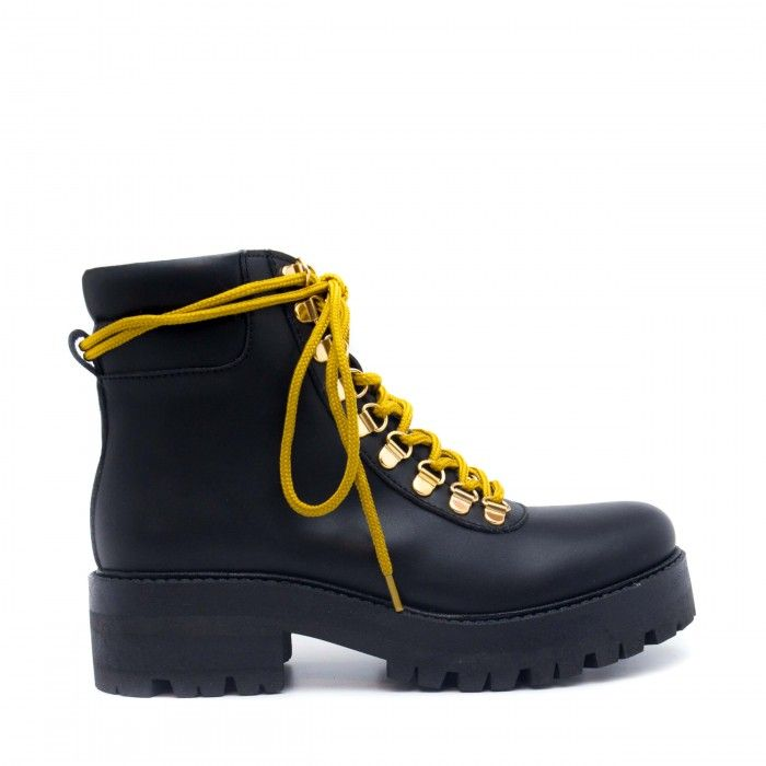 Karla , Ankle boots with yellow laces