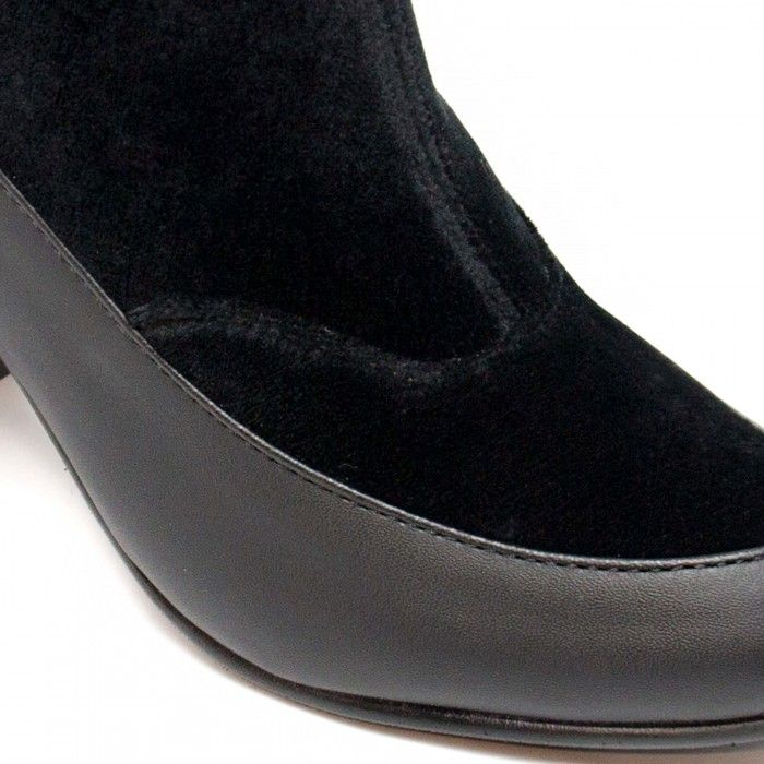Paula Black woman vegan low rise boot block heel velvet