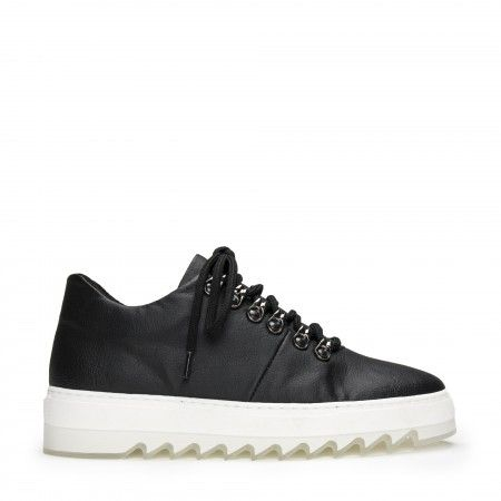 Amber Piñatex Black vegan sneakers