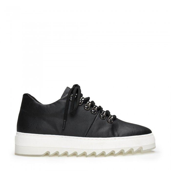 Amber Piñatex Black vegane Sneaker