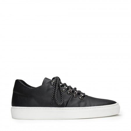 Dash Piñatex Black vegan sneakers