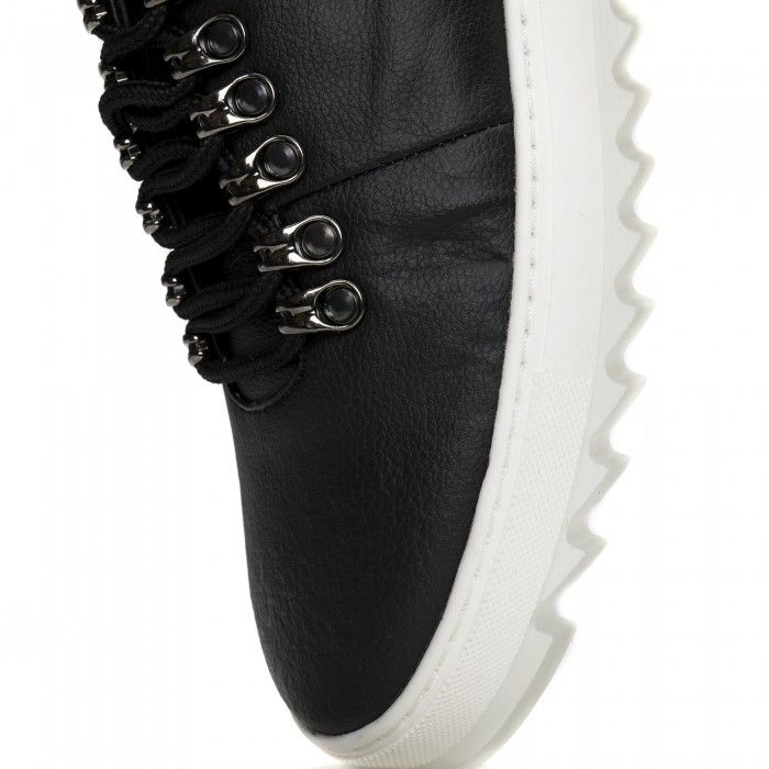 Amber Piñatex Black vegan sneakers