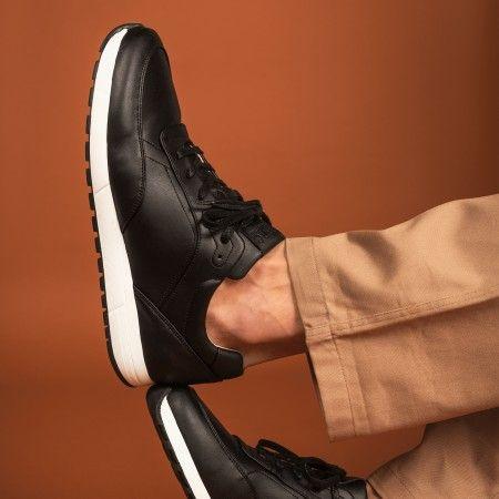 Malin Black vegan sneakers
